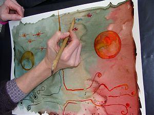Création de papier aux broux de noix colorés